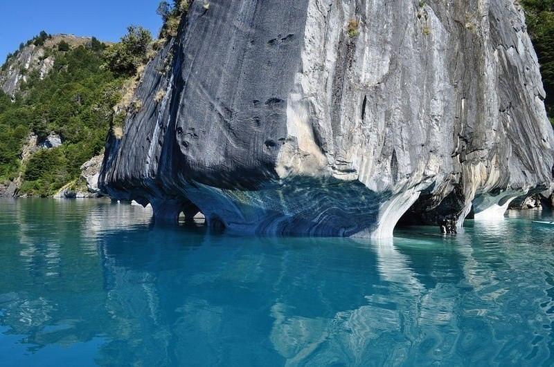На границе между Чили и Аргентиной находится одно из самых красивейших мест нашей планеты - Мраморные пещеры Чиле-Чико, изображение №10