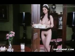 CMNF-видео – голая горничная подаёт завтрак молодому человеку