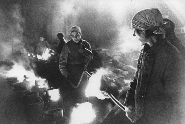 Завод имени Карла Маркса. Литейщицы.1942г.Ленинград