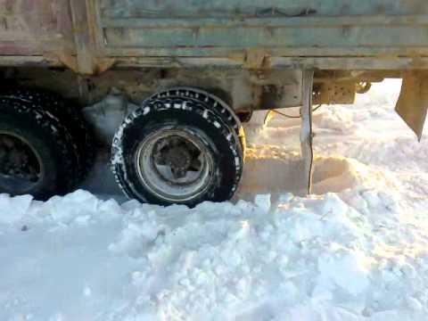 Суровая зима в Актобе Даже Камазы буксуют