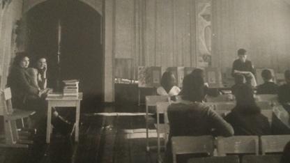 Идет краеведческая конференция в доме пионеров (здание церкви). За столом Шестакова Т.И. и Капитонова О.И. 1984-1988 гг.