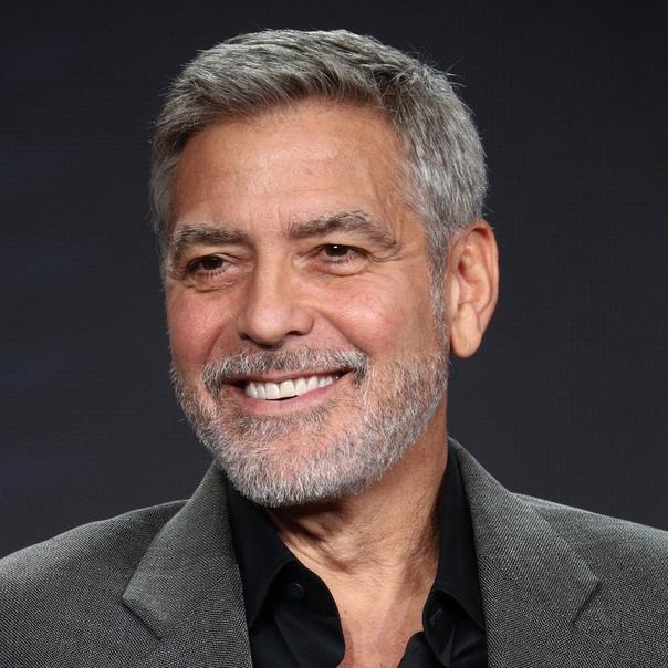 Джордж Клуни рассказал о вражде с Расселом Кроу, оскорбившего его без всякой причины Актер Джордж Клуни поделился с изданием GQ своей версией вражды с другим популярным актером Расселом Кроу.