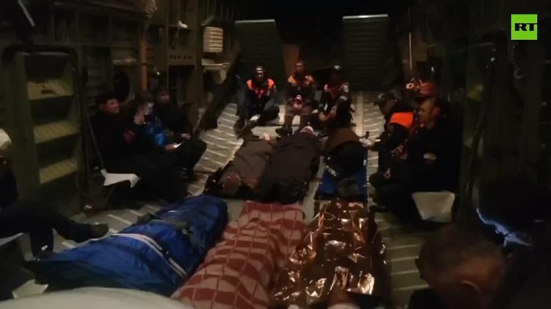 Пострадавших в аварии под Хабаровском эвакуируют на вертолёте МЧС.