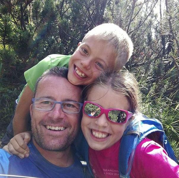 Что-то не так с Марио. В Италии мужчина сперва опубликовал фотографию себя и своих детей, а после задушил их и покончил с собой.45-летний Марио Бресси подозревается в убийстве 12-летних