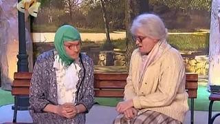Бабушки на лавочке. Вышла, не вышла...(Отрывок из телешоу: Уральские Пельмени).