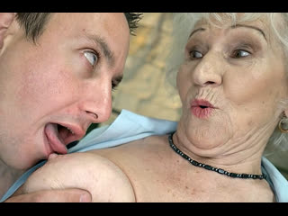 ПОРНО -- ЕЙ 85 -- ПОКАЗАЛ БАБУШКЕ ПОРНУХУ И ТРАХНУЛ ЕЁ  -- porn sex gilf granny old --  Norma