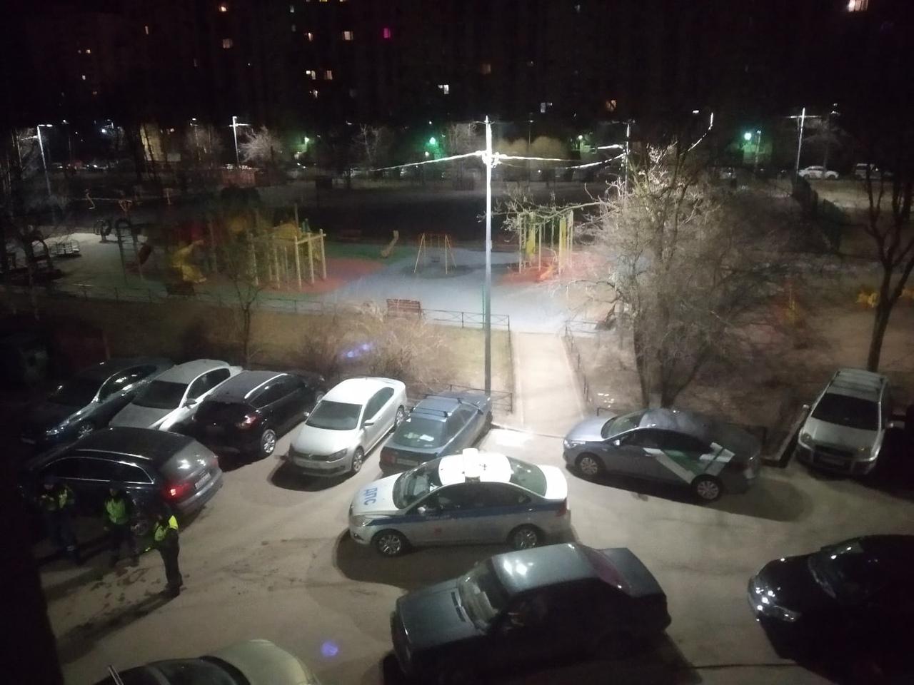 Во дворах на улице Тельмана ДПС ночью поймали Audi.