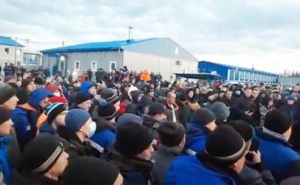 Протест на Чаяндинском месторождении зеркало ситуации в России Несколько сотен вахтовиков Чаяндинского нефтегазового месторождения Республики Саха (Якутия) вечером 27 апреля вышли на сход.