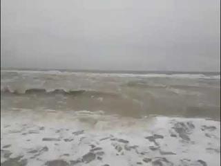 Мощный шторм в Азовском море: затоплено побережье и дорога в резиденцию президента