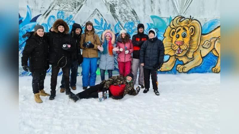 В Екатеринбурге ледовый городок разрисовали персонажами из Изумрудного города