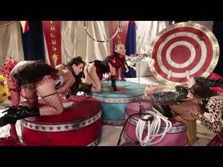 цирковое лесбо шоу Abella Danger, Angela White, Anikka Albrite, Brandy Aniston, Jessica Drake, Vicki Chase