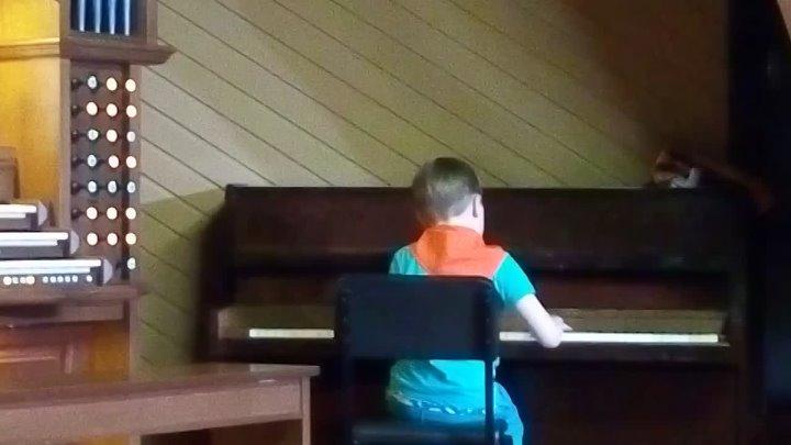 Игра на фортепиано Илья Петунин