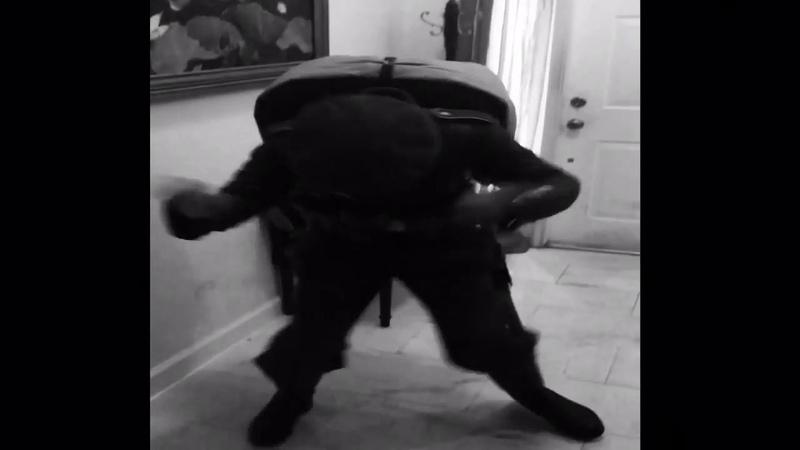 WW1 German rifleman doing Fortnite dance
