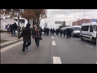 L'évacuation de plusieurs centaines de réfugiés sans place d'hébergement à paris (17/11/2020)