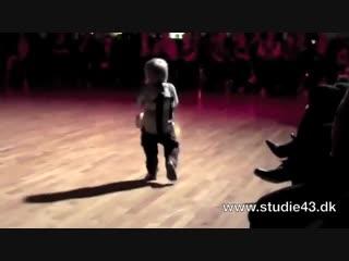 2 year old dancing the jive