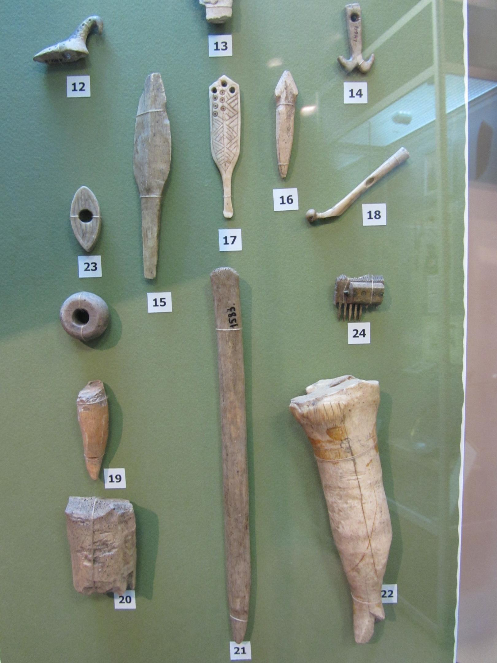 Древние изделия из кости в музее Кудымкара