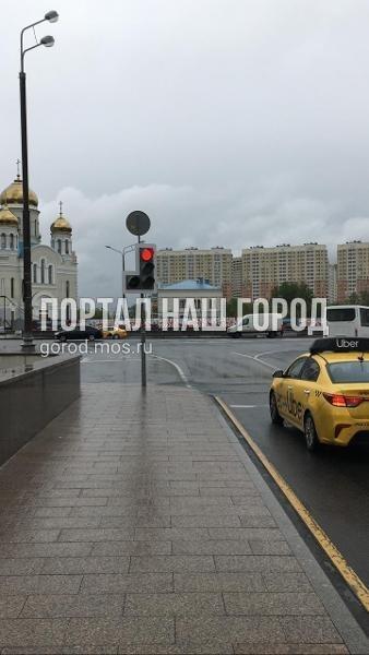 Ответственные службы починили светофор на Покровской