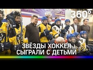 Звёзды хоккея вышли на лёд с подростками из детских домов: гала-матч на Красной площади