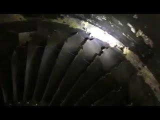 Двигатель самолета Boeing 737 АК SCAT после столкновения с птицами