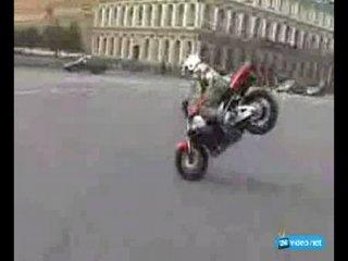 Трюки на мотоцикле.
