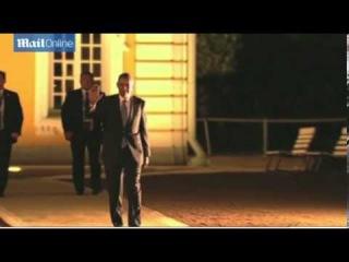 President Barack Obama arrives late to G20 dinner