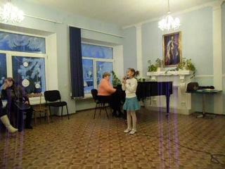 Меркешкина Полина (3-ий класс) с Песенкой Кисы Я.Дубравина на отчетном концерте 18.12.2012г.