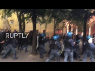 Италия: 20 получили ранения в результате столкновений с полицией в знак протеста против высоких цен столовой в Болонский Университет.