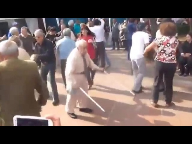 Dancing grampy Танцующий дедуля