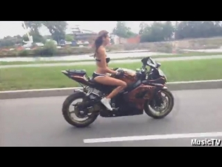 Девушка на мотоцикле это божественно | Training Base