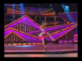 Шоу детских талантов. Индия. Очень пластичный мальчик. Шикарно танцует.