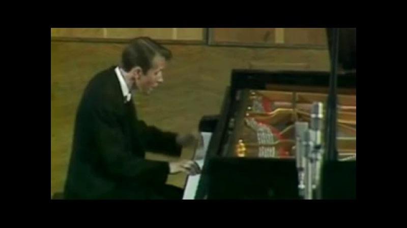 Mikhail Pletnev plays Shostakovich - Prelude Fugue in B-flat major (Moscow, 1978)