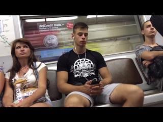 видео парней с эрекцией в метро - 7