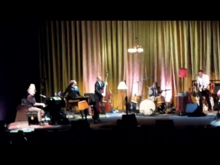 YouTube - Hugh Laurie in Moscow  Let them talk tour 2