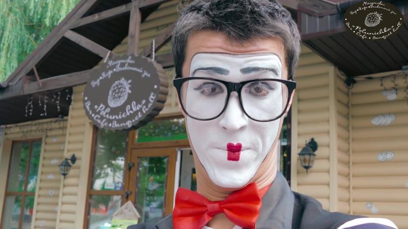 Видео для Кафе Полуничка вместе с InsiteMedia insite