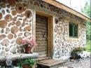 Дом из дров, дом из глиночурки. A house made of wood.