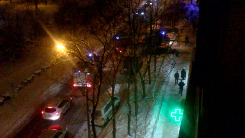 2 Пожарки и припаркованый пятничный еб ан. Пожар в нашем дворе