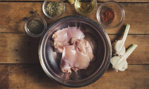 Как приготовить гирос с курицей и йогуртовым соусом, изображение №1