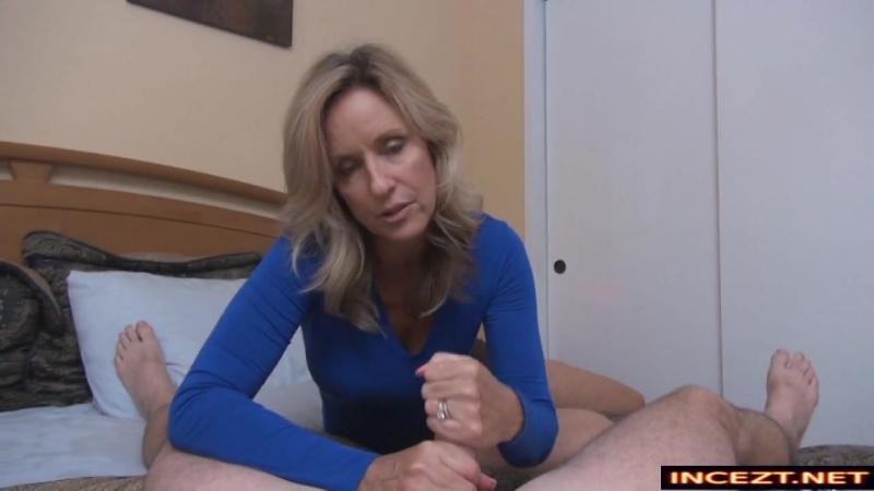 Инцест. Мама учит сына одевать гандон, дрочит ему. Он трахает мамку и кончает ей на лобок. mature women mom mother mommy son inc