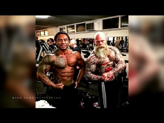 Workout monster؟ old tattooed bodybuilder (диагноз-спорт)