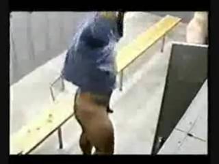 Скрытая камера в мужской раздевалке 2