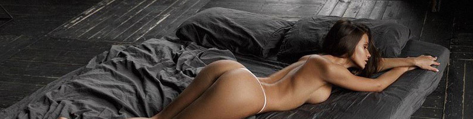 Заставляет голая девка спит на полу фото в контакте