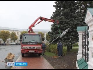 У храма Ильи Пророка в Ярославле демонтируют тестовые опоры освещения