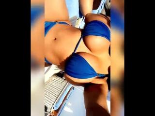 Kiara Mia горячая пышная милфа с огромными сиськами и большой жопой в купальинке