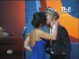 Поцелуй в засос Тина Конделаки и Собчак