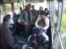Посмотрите, не поймите меня неправильно, но даже обезьяна после коротких наблюдений за событием в автобусе освобождает место те