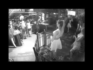 Прихована камера в ночном клубе, женщина в прозрачном латексе