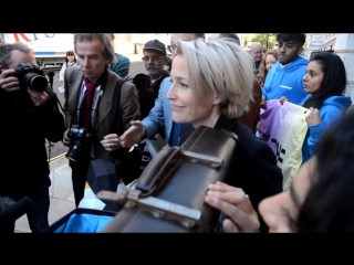 X-Files star Gillian Anderson delivers Antarctic Sanctuary petition to Foreign Office