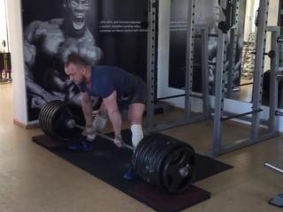 Аркадий Шалоха тянет 310 кг в кистевых лямках