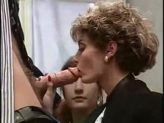 Две девушки сосут огромный хуй,минет,страсный отсос,берет в рот,сосет с подругой