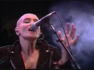 Sinead o'connor nothing compares 2 u (live)